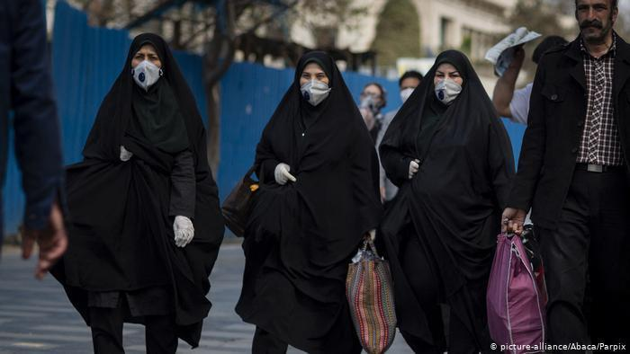 Iranians wearing face coverings in Tehran (photo: picture-alliance/abaca)