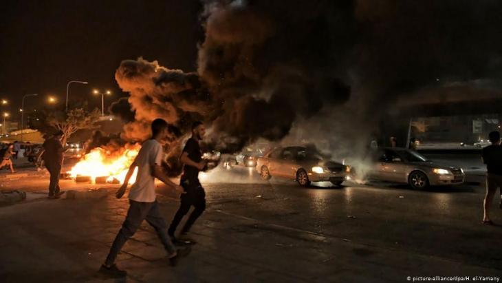 Young people during a protest in Benghazi, Libya (photo: picture-alliance/dpa/H. al-Yamany)