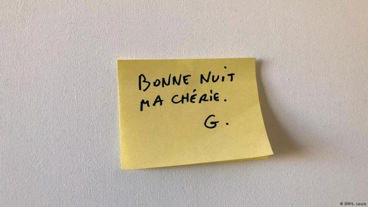 A hand-written post-it note from Georges Wolinksi to his wife, Maryse (photo: DW/L. Louis)