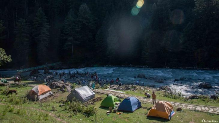Tourists camping on the banks of the River Lidder, Pahalgam, Jammu and Kashmir (photo: Furkan Khan)