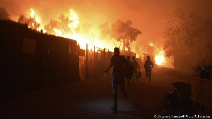 Fire in Moria refugee camp on Lesbos (photo: picture-alliance/AP/P. Balaskas)