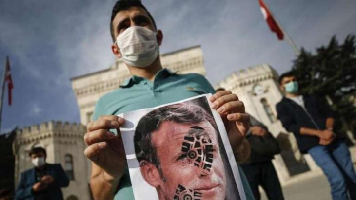 Proteste gegen Macrons Äußerungen in Istanbul; Foto: AP/dpa