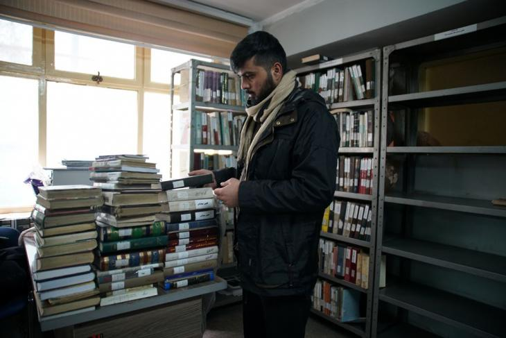 A student in the Persian Literature reading room in Kabul's municipal library, one of the few public libraries in the Afghan capital (photo: Marian Brehmer)