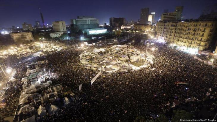 Protests in Cairo's Tahrir Square in 2011 (photo: picture-alliance/dpa/F.Trueba)