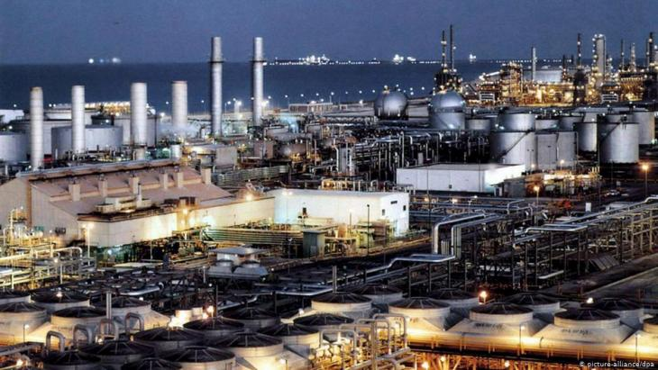 Saudi Arabian oil refinery (photo: picture-alliance/dpa)