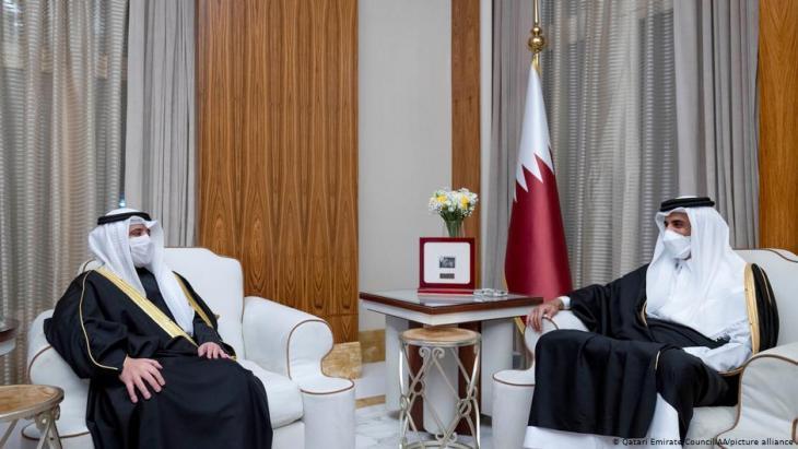Emir of Kuwait Sheikh Nawaf al-Ahmed and Emir of Qatar Sheikh Tamim bin Hamad al-Thani (photo: Qatari Emirate Council/AA/picture alliance)