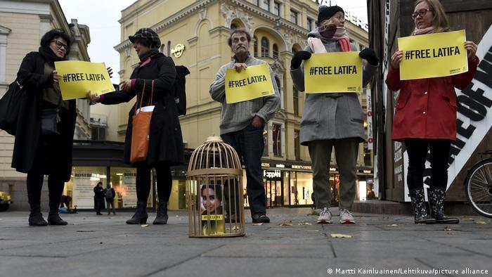 Finnish supporters demonstrate in Helsinki, hoping to raise awareness for Princess Latifa (photo: Martti Kainluainen/Lehtikuval/picture-alliance)