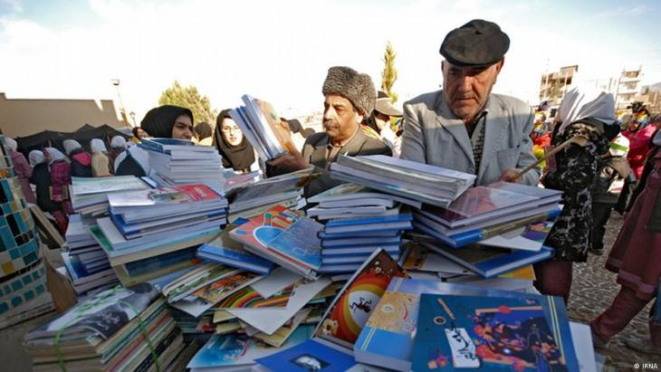 Both newspapers and books are subject to strict controls in Iran (photo: IRNA)