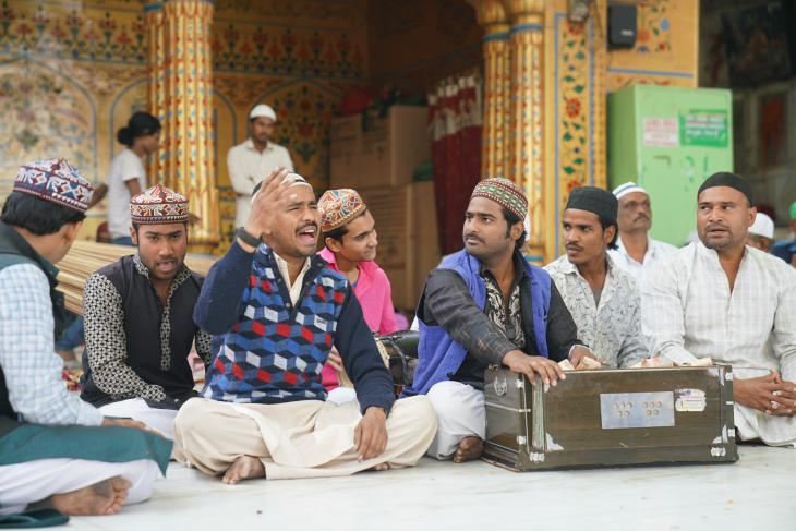 Qawwali musicians in the courtyard of the shrine of Moinuddin Chishti in Ajmer, India (photo: Marian Brehmer)