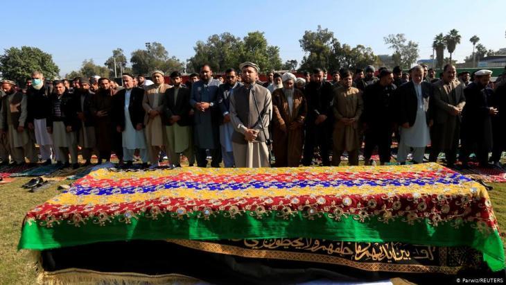 Burial of the Afghan journalist Malalai Maiwand (photo: Parwiz/Reuters)
