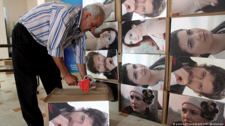 """Stars of Turkish TV series """"Noor"""" on display in Palestine (photo: picture-alliance/dpa/Al Hafiz Hashlamoun)"""