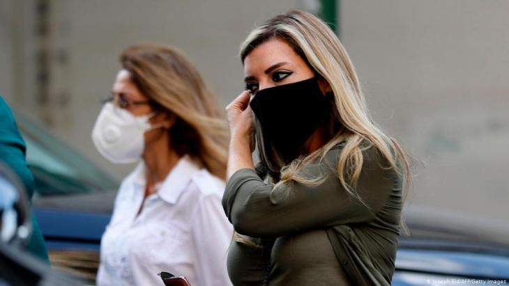Lebanese women wearing masks in the capital Beirut (photo: Joseph Eid/AFP/Getty Images)