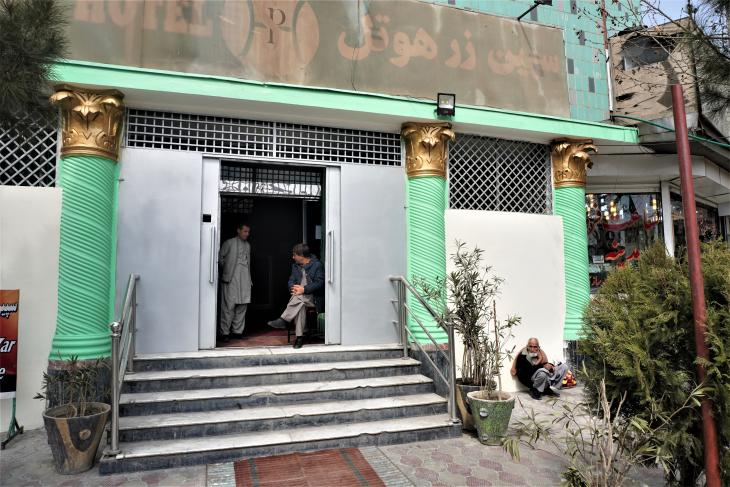 The entrance to Hotel Spinzar in downtown Kabul (photo: Emran Feroz)
