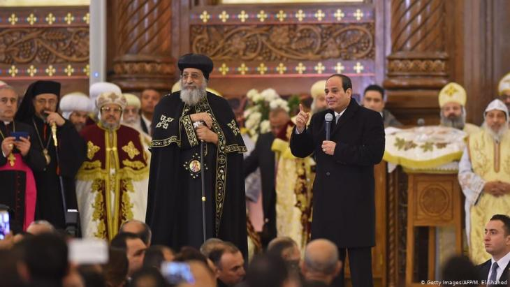 Egyptian President Abdul Fattah al-Sisi (right) and Coptic Pope Tawadros II during the inauguration of the Cathedral of the Nativity of Christ in Egypt's new administrative capital (photo: Getty Images/AFP/M. El-Shahed)