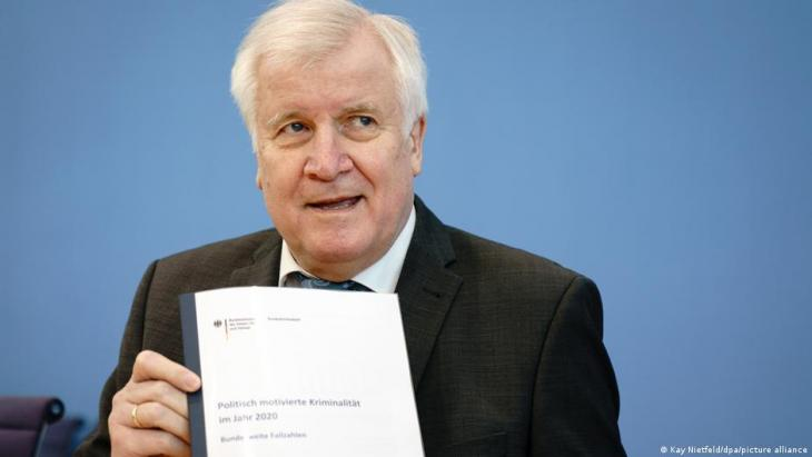 Interior Minister Horst Seehofer is a member of Bavaria's Christian Social Union, part of the ruling conservative bloc led by Chancellor Angela Merkel (photo: Kay Nietfeld/dpa/picture-alliance)