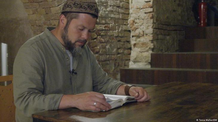 Germany/College of Islamic Studies/Imam Ender Cetin (photo: Tessa Walter/DW)