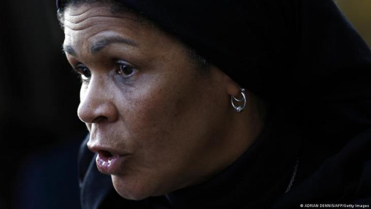U.S. professor Amina Wadud talks to the media after conducting Friday prayers for men and women at the Oxford Centre in Oxford, England, on 17 October 2008 (photo: Adrian Dennis/AFP/Getty Images)