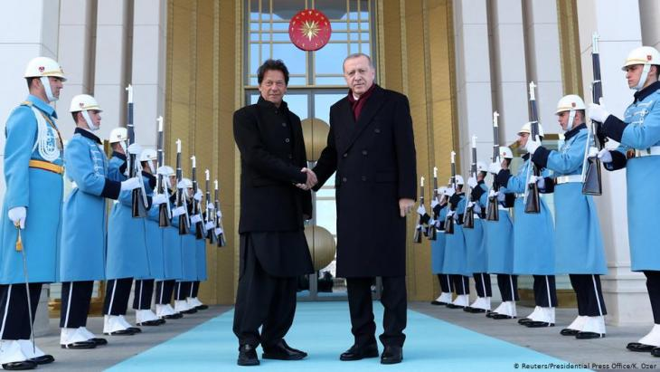 Turkish President Tayyip Erdogan shakes hands with Pakistani Prime Minister Imran Khan during a welcoming ceremony at the Presidential Palace in Ankara, Turkey, 4 January 2019 (photo: Kayhan Ozer/Presidential Press Office/REUTERS)