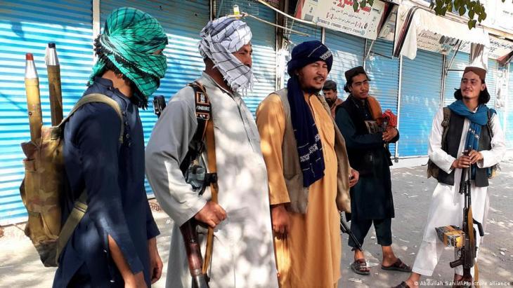 Taliban fighters in Kunduz (photo: Abdzllah Sahil/AP/picture-alliance)