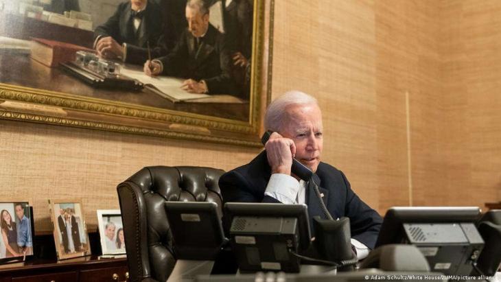 U.S. President Joe Biden speaks on the phone with China's leader Xi Jinping (photo: Adam Schultz/White House/ZUMA/picture alliance)
