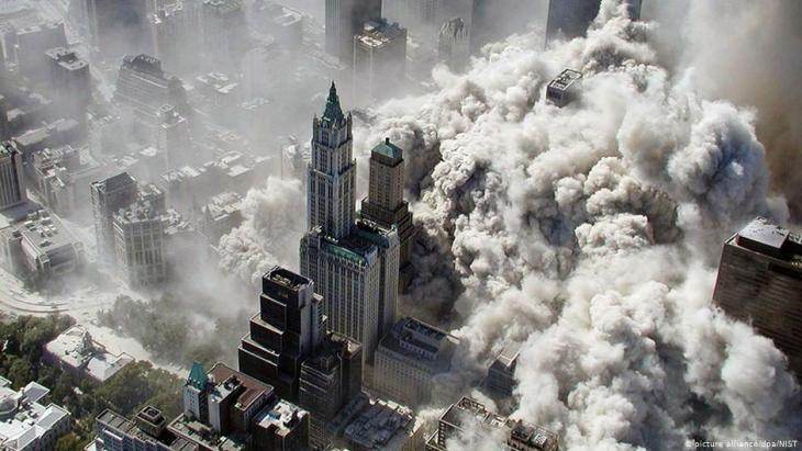 Collapse of North and South Towers, WTC, Manhatten, September 11 2001 (photo: picture-alliance/dpa/NIST)