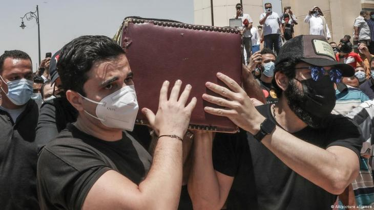 Funeral of Egyptian actor Samir Ghanem, who died of COVID-19 in May 2021 (photo: AA/picture-alliance)