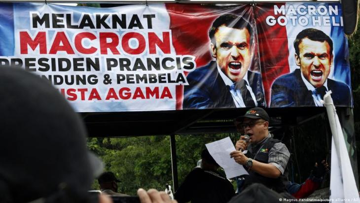 Protest against Macron in Muslim-majority nation Indonesia (above) (photo: picture-alliance/AP)