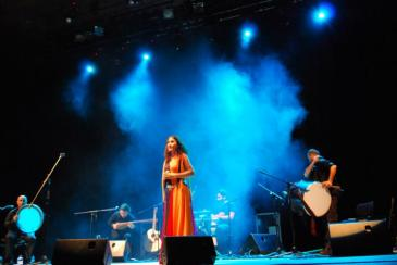 Aynur Dogan during a concert (photo: Aynour Dogan)