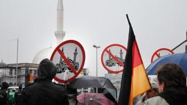 Anti-Muslim protests in Germany on 26 March2013 (photo: picture-alliance/dpa)