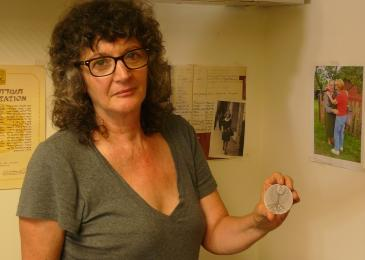 Irena Steinfeldt with the award medal for Mohamed Helmy in her Jerusalem office (photo: Igal Avidan)