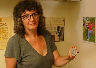 Irena Steinfeldt with the award medal for Mohamed Helmy in her Jerusalem office (photo: Igal Avidan)