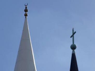 A church tower and a minaret (photo: dpa)