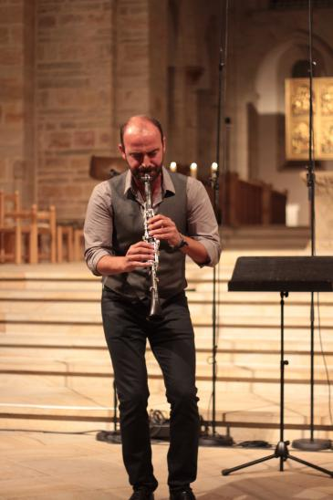 Clarinettist Kinan Azmeh performing at the Morgenland Festival 2014 in Osnabruck (photo: Marian Brehmer)