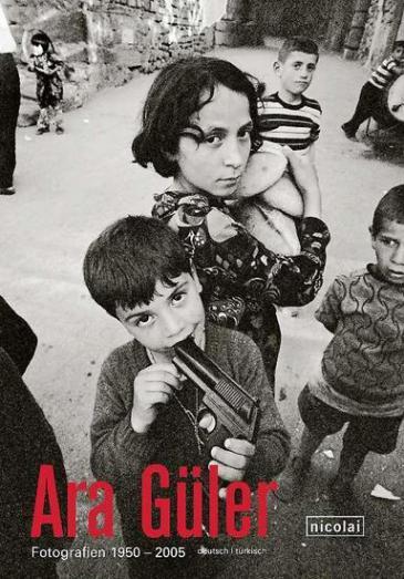 Geboren 1928 als sohn einer armenischen familie in istanbul lebt der