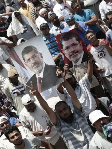 Supporters of the Muslim Brotherhood and President Morsi after the military coup (photo: picture-alliance/dpa)