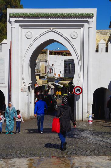 Gate leading to the old medina in Tangiers (photo: Claudia Mende)