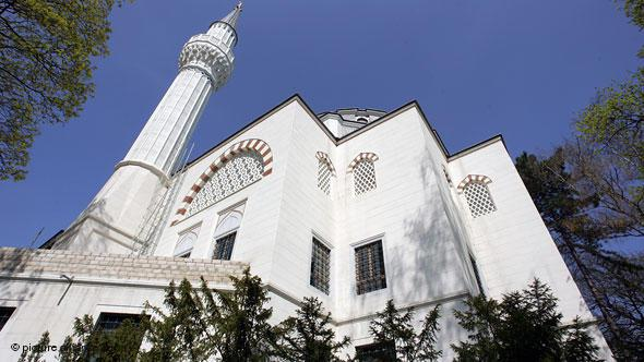 The Sehitlik Mosque in the Berlin district of Neukölln is located on the site of the old Turkish cemetery, which gives the mosque its name – ''Sehitlik'' means ''martyrs' resting place''. Turkish soldiers who came to Germany in 1914 were buried here.