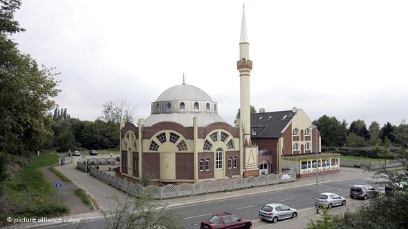 In 1995, arsonists attacked the provisional house of prayer serving Turkish Muslims in the Essen district of Katernberg. The campaign for the construction of a new mosque was supported by many committed members of the public.