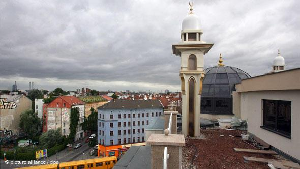The Omar Mosque, also known as the Khattab Mosque in the Berlin district of Kreuzberg was built in 2008 by the ''Islamic Association for Charitable Projects''. It has four minarets. The prayer hall with its two-storey gallery can hold around 1,000 worship