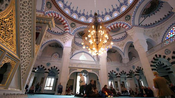 Two external flights of stairs lead into the magnificent main prayer hall at the Sehitlik Mosque on the Columbiadamm in Neukölln. It can accommodate around 1,000 worshippers.