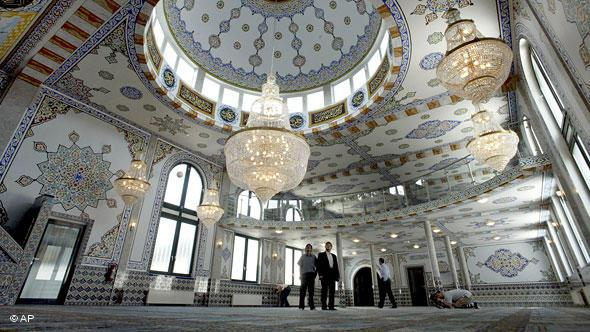 The Fatih Mosque in Wülfrath near Dusseldorf was inaugurated in 2003 by the President of the Bundestag at the time, Wolfgang Thierse.