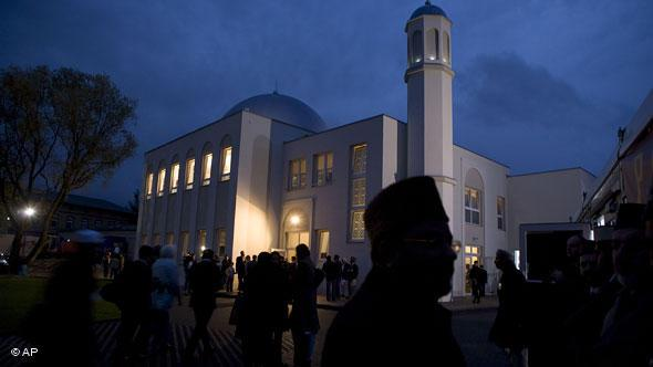 The first new mosque to be built in the former East Germany was opened in October 2008. The Ahmadiyya Mosque in the Berlin district of Pankow has prayer halls for men and women, each with a capacity for 150 worshippers.