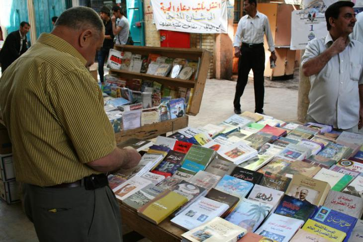 Al Mutanabbi Street flourished again after the toppling of the Ba'athist regime in 2003. New books can be found in every corner – not just critical appraisals of the Ba'ath era, but also works by Iraqi writers