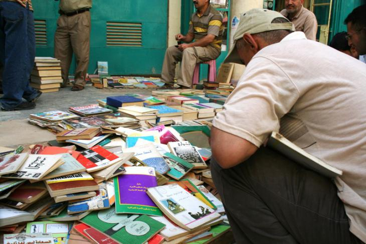 The books on offer reflect the diversity of the Iraqi population itself: books about literature in Iraq and the Middle East, history, political theory, religious treatises, technical books, children's books and comics