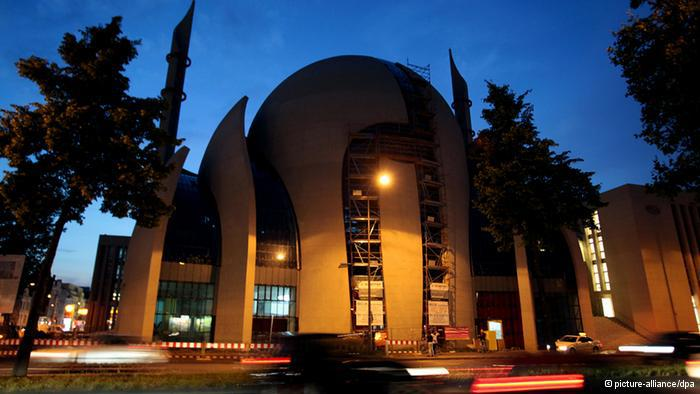 Cologne's Central Mosque: Row over the height of the minaret towers