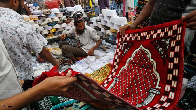 Household outgoings soar during Ramadan. Many people are not only spending more money on food, they also buy prayer mats and other religious articles. Market in Bangladesh