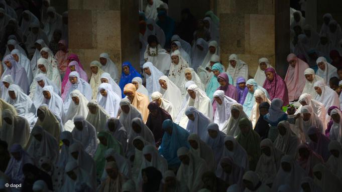 Women conducting ''Tarawih'' prayers at the Istiqlal Mosque in Jakarta. Tarawih prayers are extra prayers performed at night during Ramadan