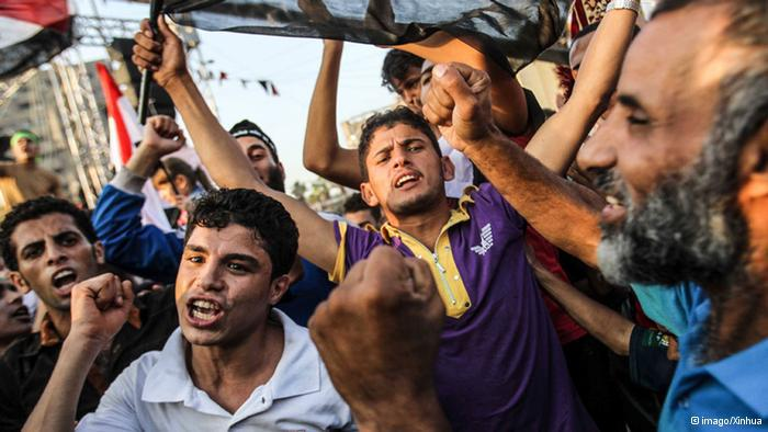 Situation in Cairo heats up: Thousands of supporters of overthrown President Mohammed Morsi have gathered in protest camps in the Egyptian capital of Cairo. The protestors are refusing to yield, despite the military's announcement that it intends to clear out the camps.