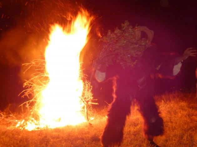 Goat god Boujeloud dancing in front of a fire (photo: © Arian Fariborz)