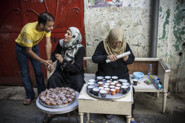 Abed and some old women on a street in the Shatila refugee camp (photo: Mohammad Reza Hassani)